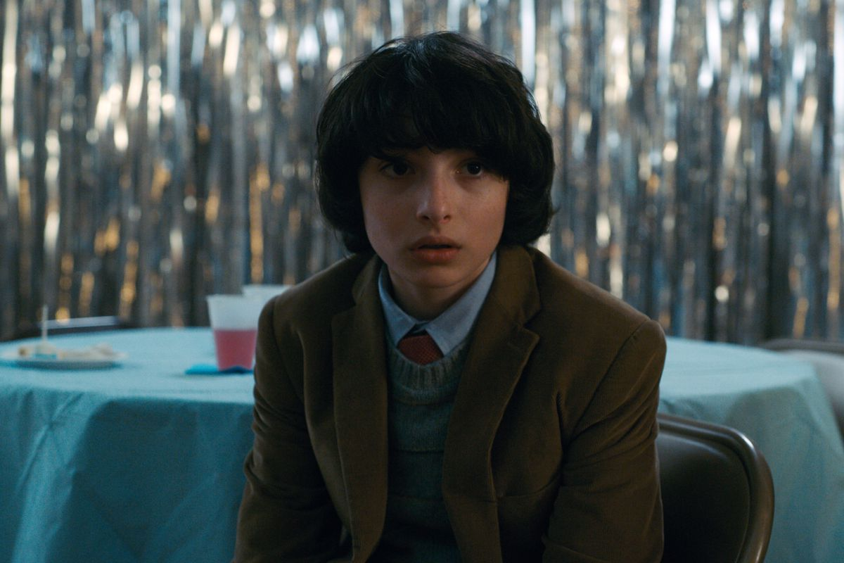 Stranger things star calls out ridiculous harassment online and finn wolfhard as mike wheeler in stranger things 2 netflix m4hsunfo