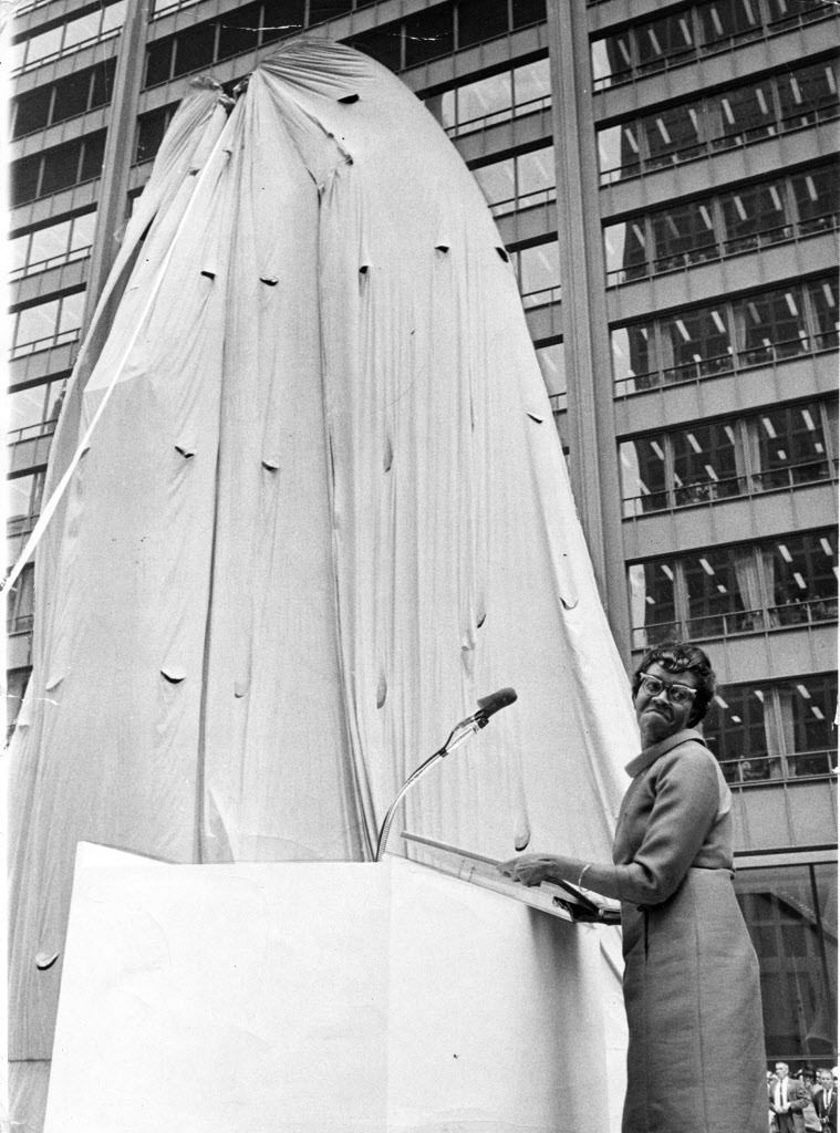 Gwendolyn Brooks with the still-shrouded Picasso on Aug. 15, 1967, prior to the unveiling. | Sun-Times files