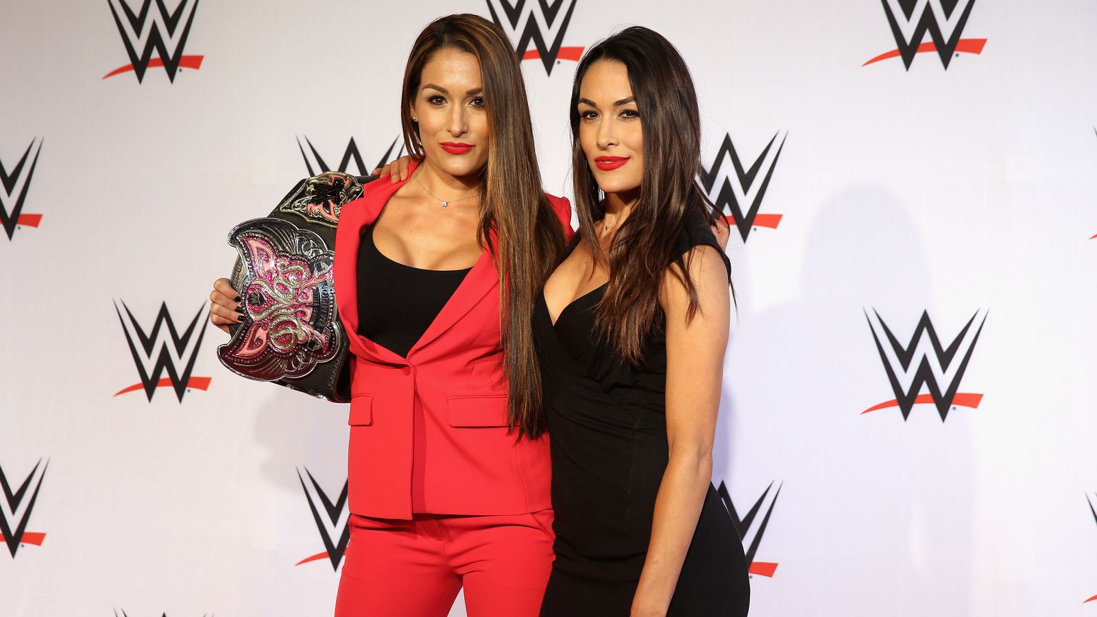 Brie Bella Nikki Bella Doesn T Care About The Length Of