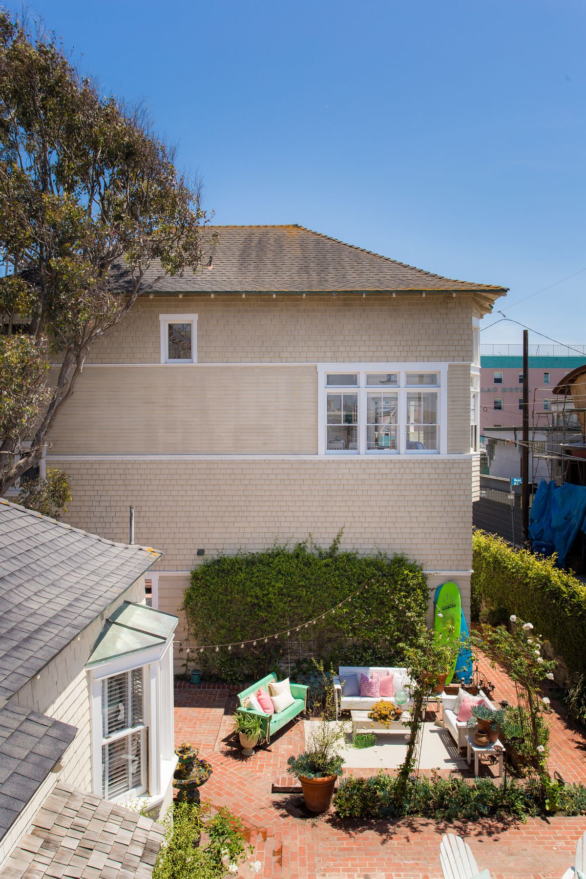 1924 Venice Beach Cottage Is Steps From The Sand For 10 25m Curbed La