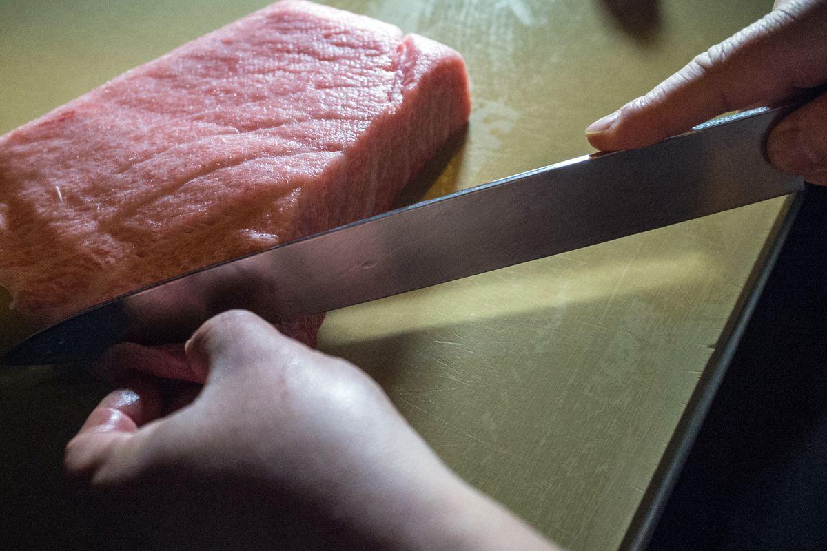 [Slicing tuna at Shuko]