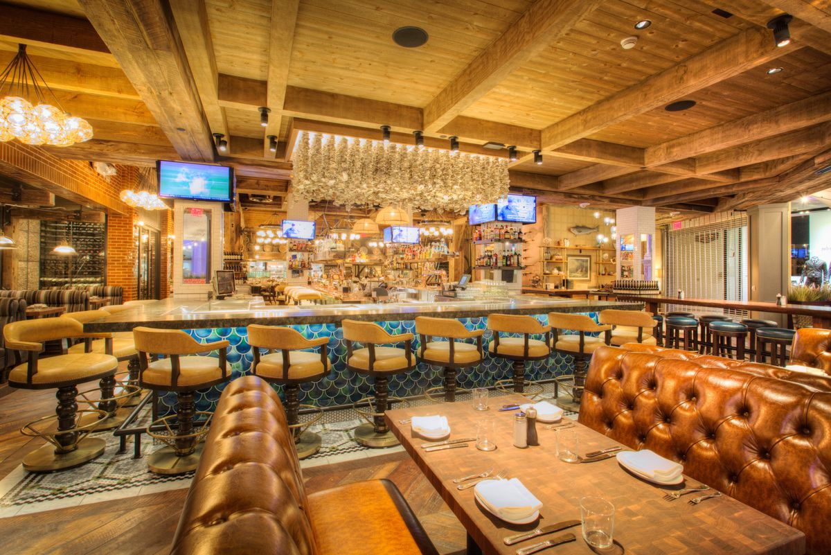 The lounge at Water Grill