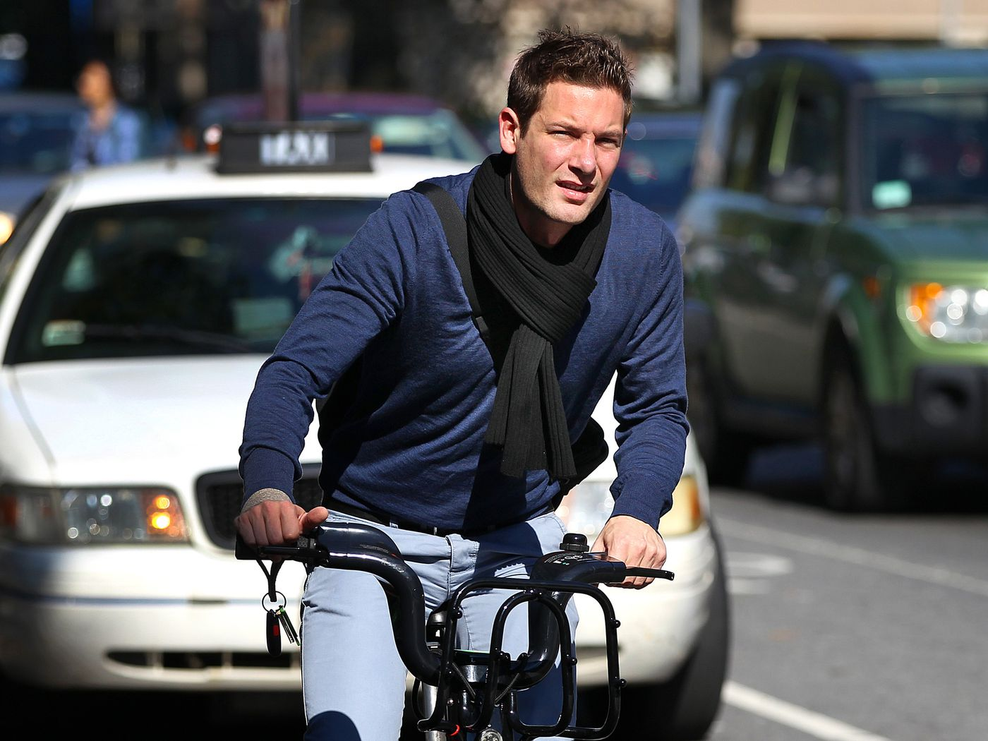 Stop forcing people to wear bike helmets - Vox