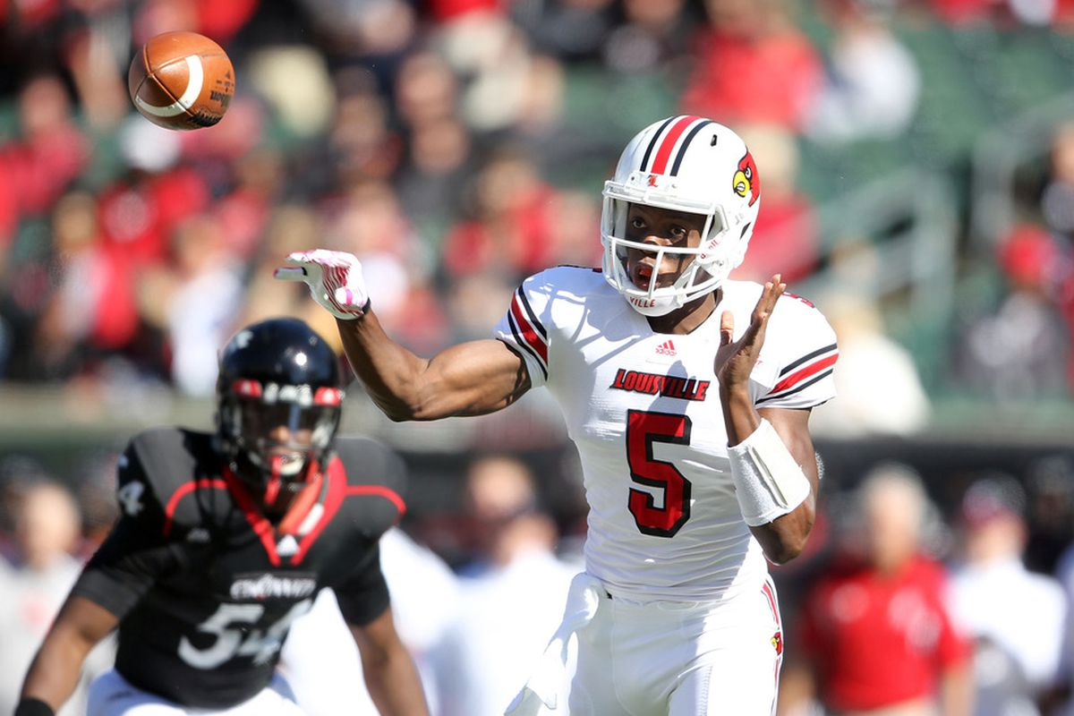 CINCINNATI, OH - OCTOBER 15:  Teddy Bridgewater #10 of the Louisville Cardinals throws a pass during the game against the Cincinnati Bearcats at Paul Brown Stadium on October 15, 2011 in Cincinnati, Ohio.  (Photo by Andy Lyons/Getty Images)