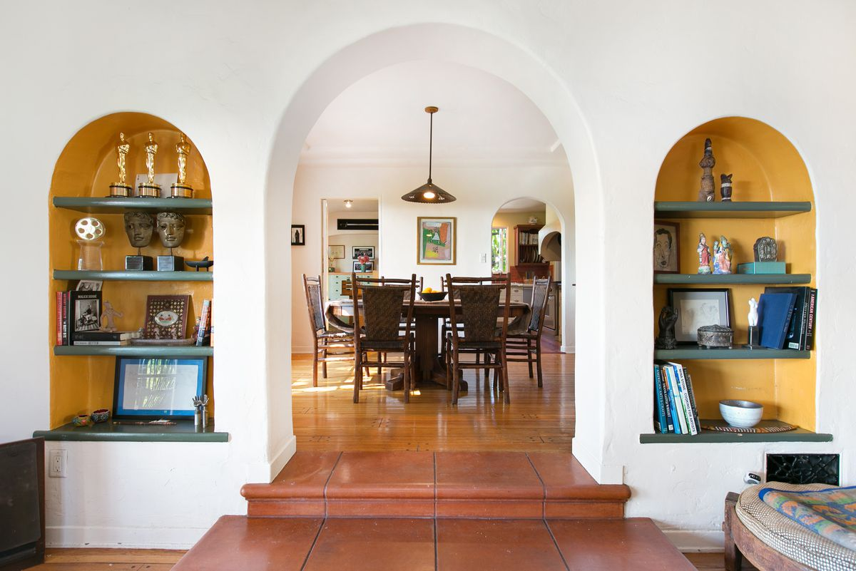 Arched entry to dining room