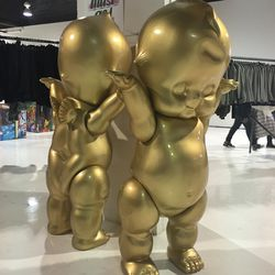 And of course there's the gold baby right at the entrance. Today, he brought a friend!