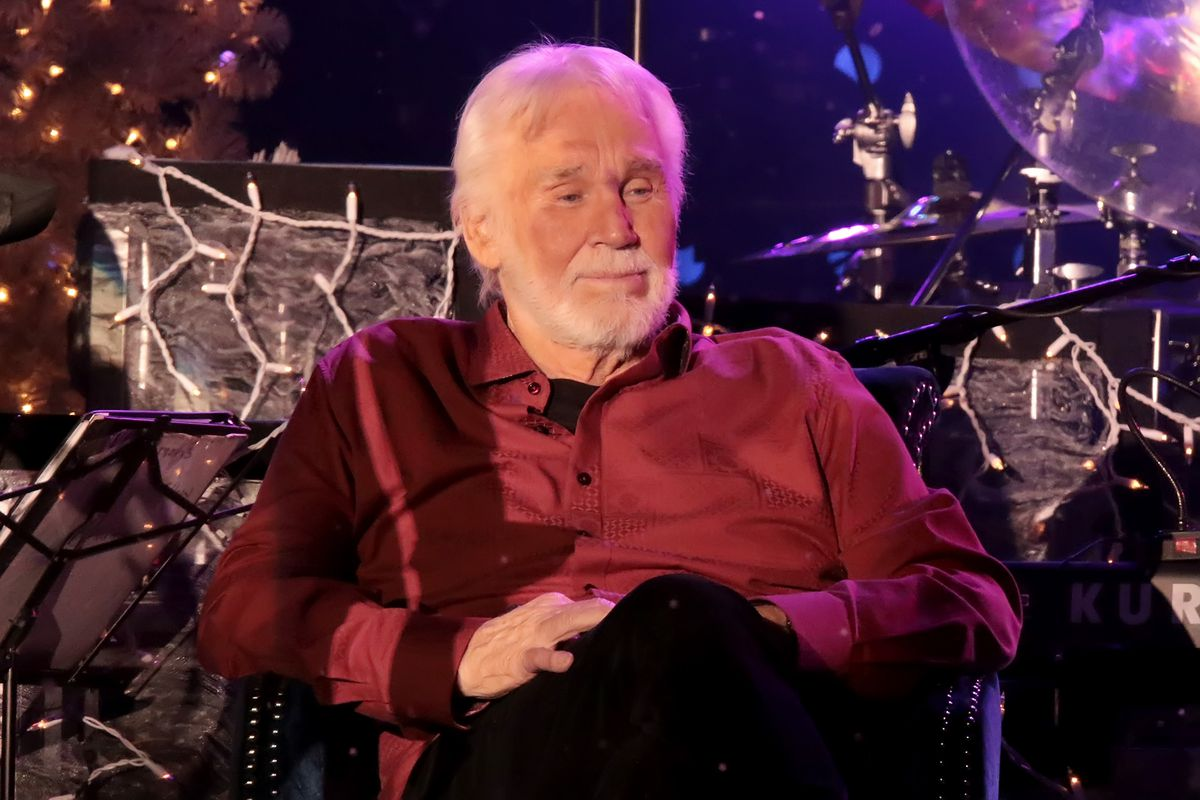 Country Star Kenny Rogers The Voice Behind The Gambler Has