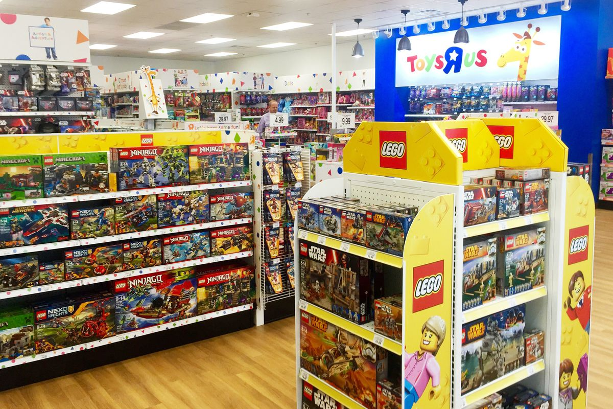 Toys 39 r 39 us is opening an outlet store in baldwin hills for Lago store outlet