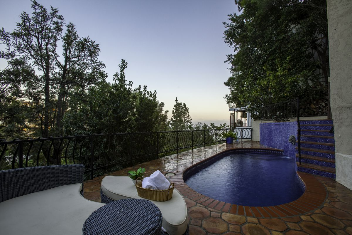Swimming pool with tiled deck