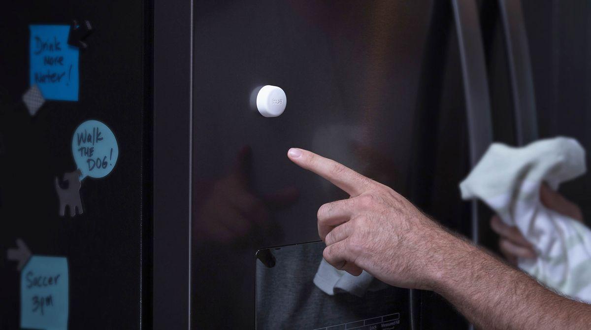 Philips Hue gets Edison-style light bulbs, a smart plug, and