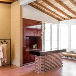 Comey and her partner Sean Carmody teamed with LA architect Linda Taalman, NY architect  Elizabeth Roberts, and SF interior designer  Charles de Lisle to dream up the Cali-influenced boutique.