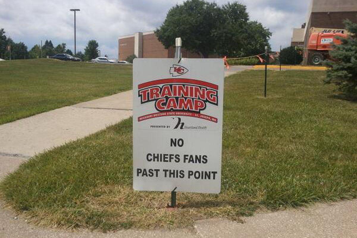 a7e87823 Attending KC Chiefs training camp: Schedule, autographs, parking ...