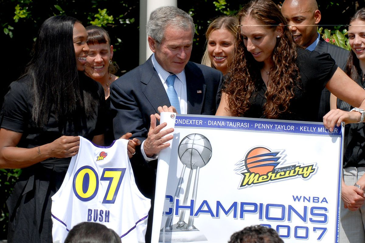 Only this time no George Bush. (Photo by Ron Sachs-Pool/Getty Images)
