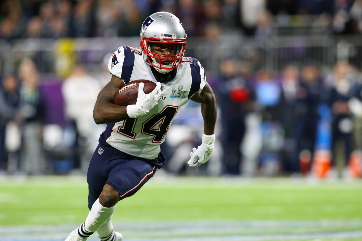 Patriots trade WR Cooks to Rams for 1st-round pick
