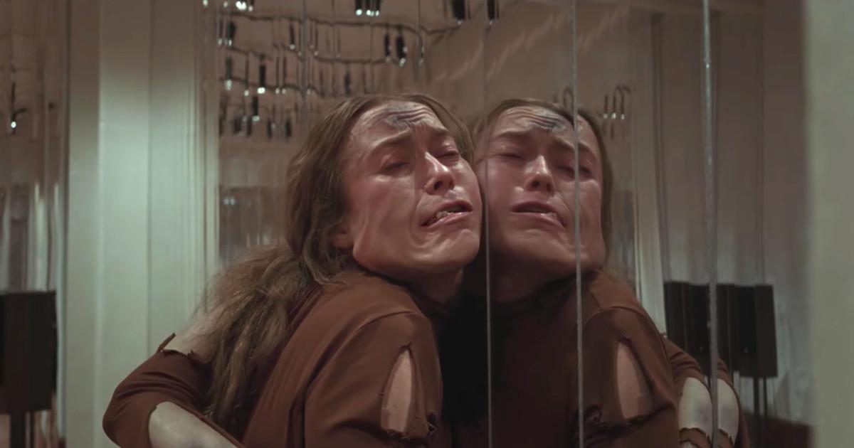 suspiria mirror room