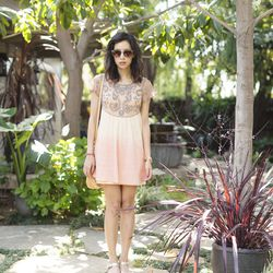 """Rachel of <a href=""""http://www.thatschic.net/"""">That's Chic </a>is wearing a <a href=""""http://www.freepeople.com/embellished-palms-tunic/_/searchString/palms/QUERYID/51a66cb8575c1f05cf00027b/SEARCHPOSITION/2/CMCATEGORYID/683d4023-53f5-4900-b5ce-ecf465df31a9/"""