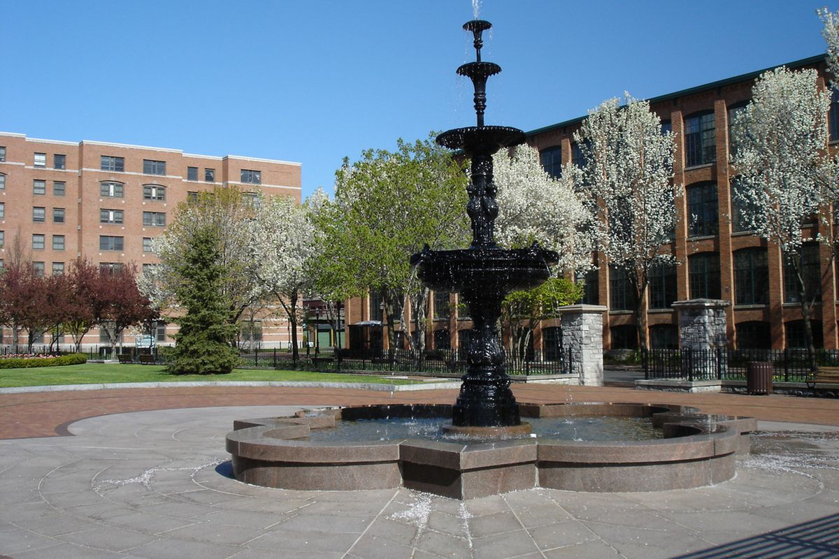 """A 2006 photo of Franklin Square in Syracuse, New York (Photo <a href=""""http://commons.wikimedia.org/wiki/File:FranklinSquare1.jpg"""" target=""""new"""">by Kai Brinker via Wikimedia Commons</a>)"""