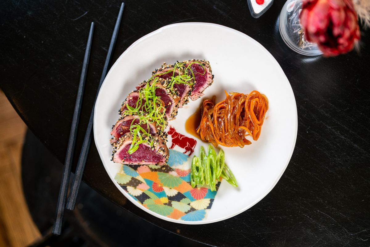 Tuna tataki was a common Japanese dish at U.S. steakhouses in the '90s.
