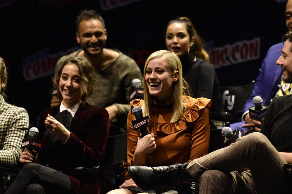 The Magicians NYCC 2016 panel - Stella Maeve / Olivia Taylor Dudley