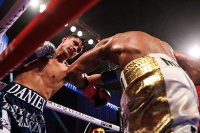 Ei5A4Q2XkAA9xlQ - Charlo knocks out Rosario, unifies three titles