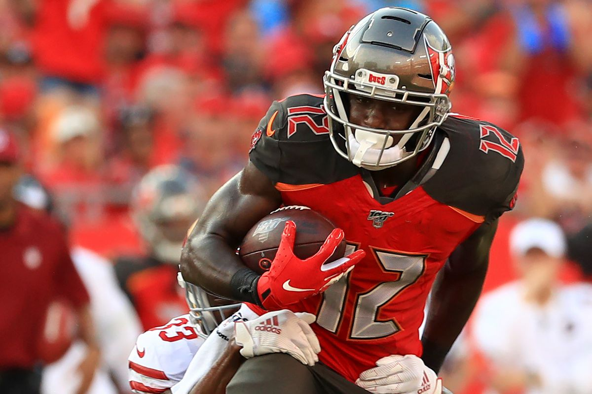 Chris Godwin of the Tampa Bay Buccaneers makes a catch during a game against the San Francisco 49ers at Raymond James Stadium on September 08, 2019 in Tampa, Florida.