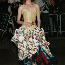 Amber Valletta in a Maggie Norris Couture corset and John Galliano skirt in 2004.