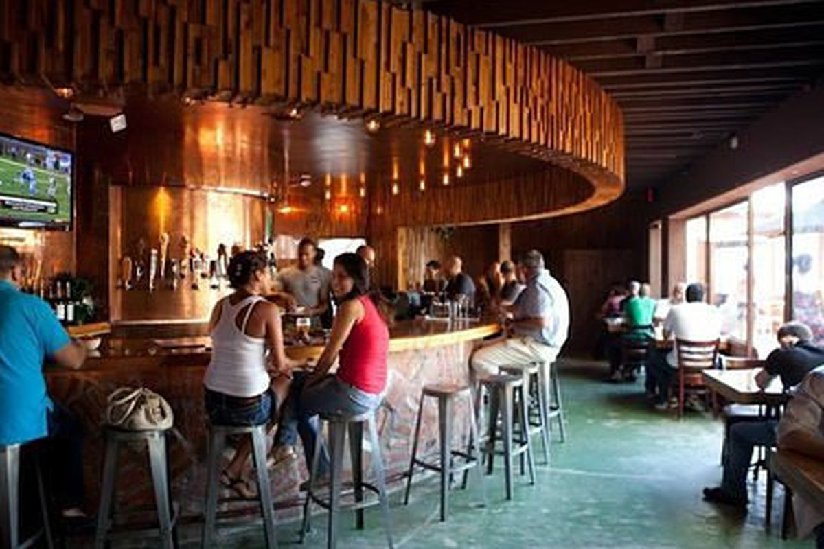 """<a href=""""http://la.eater.com/archives/2012/08/16/stout_in_studio_city_looks_like_stout_in_hollywood.php"""">Stout, Los Angeles</a>"""