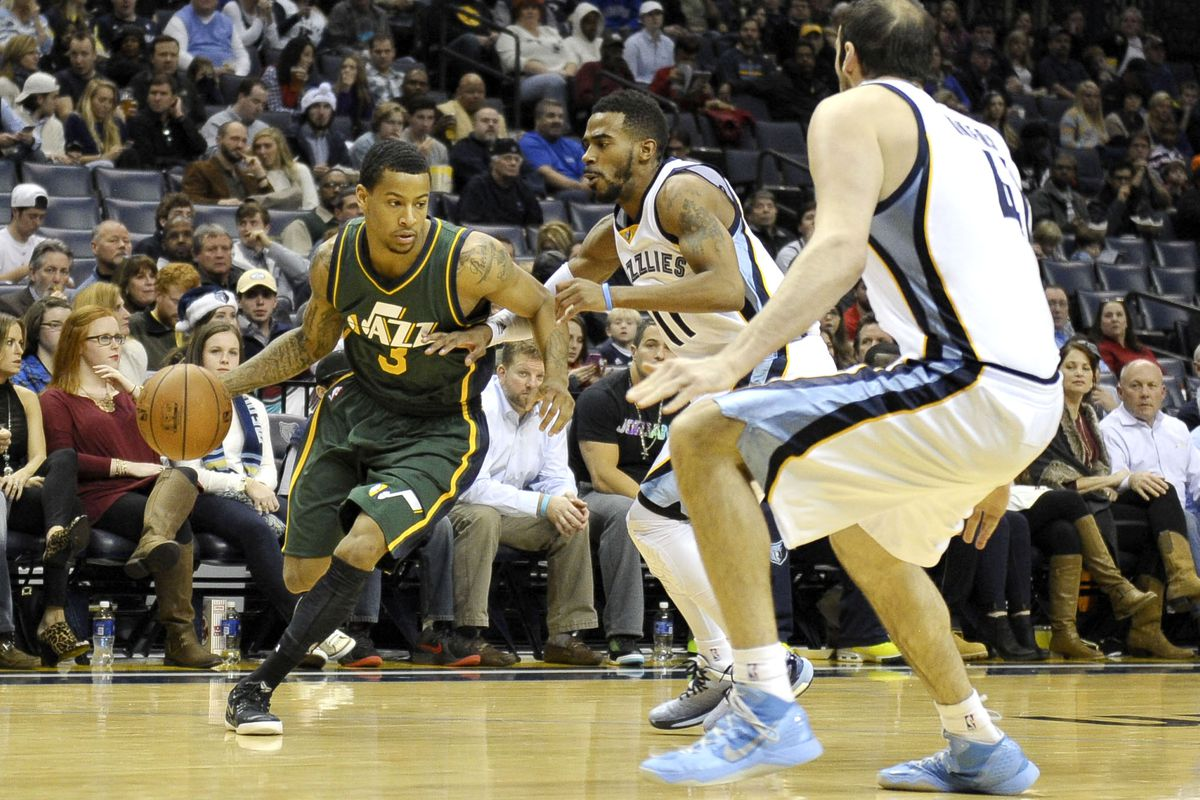 Utah jazz point guard trey burke gives back trevor bookers injury justin ford usa today sports spiritdancerdesigns Images