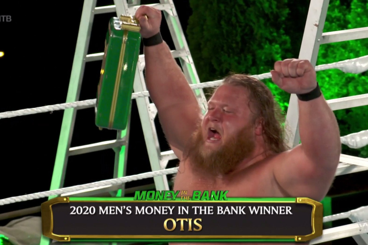 Otis wins men's Money in the Bank ladder match - Cageside Seats