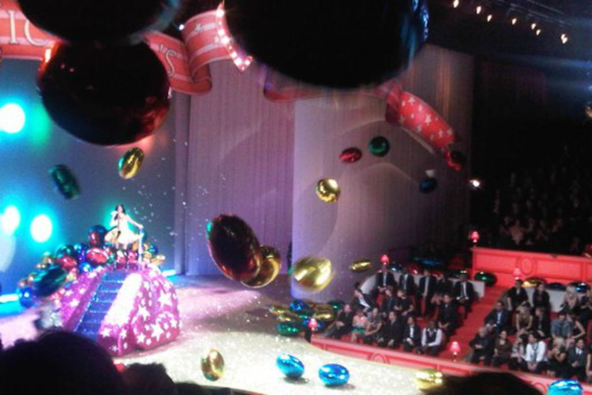 Katy Perry on a sparkly pink-purple thing and giant balloons everywhere