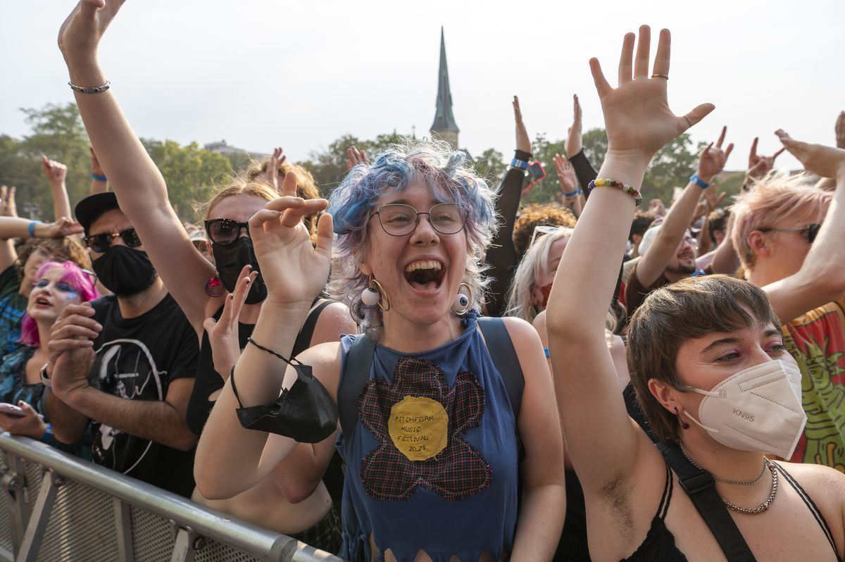 Festivalgoers cheer as Caroline Polachek performs at the Green Stage at Pitchfork music festival at Union Park, Sunday, Sept. 12, 2021.