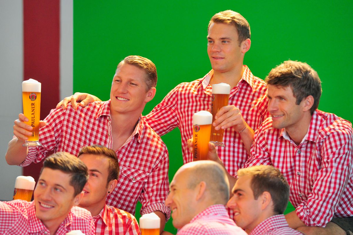 FC Bayern Muenchen Traditional Bavarian Dress Kitting Out