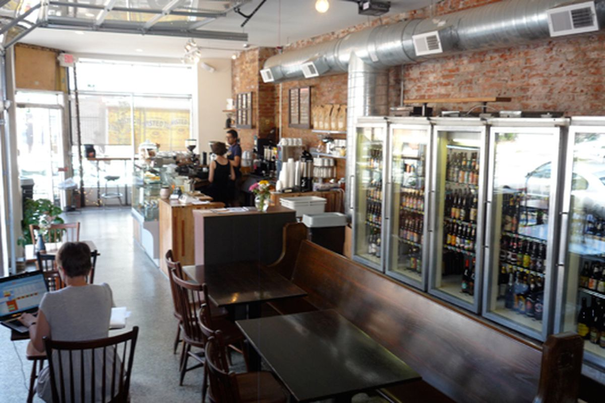 The inside of Ultimo Coffee