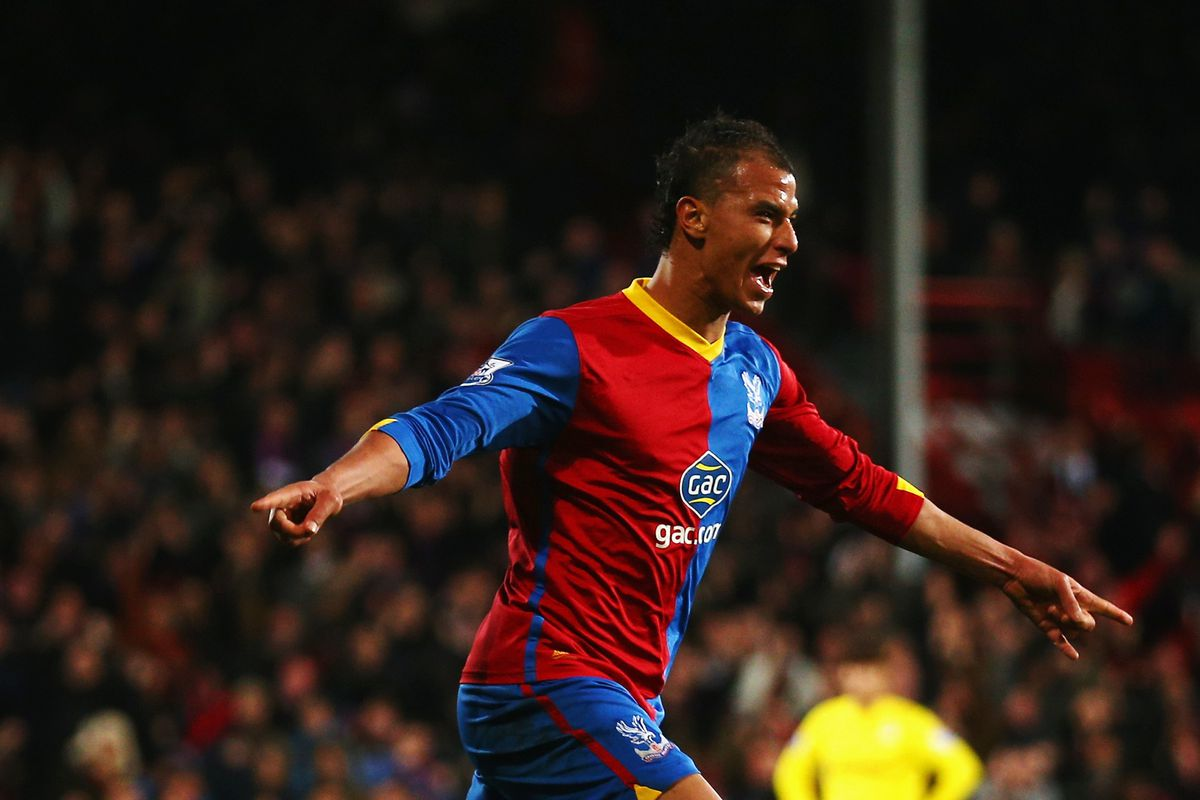 Newcastle must stop Chamakh from continuing his hot form