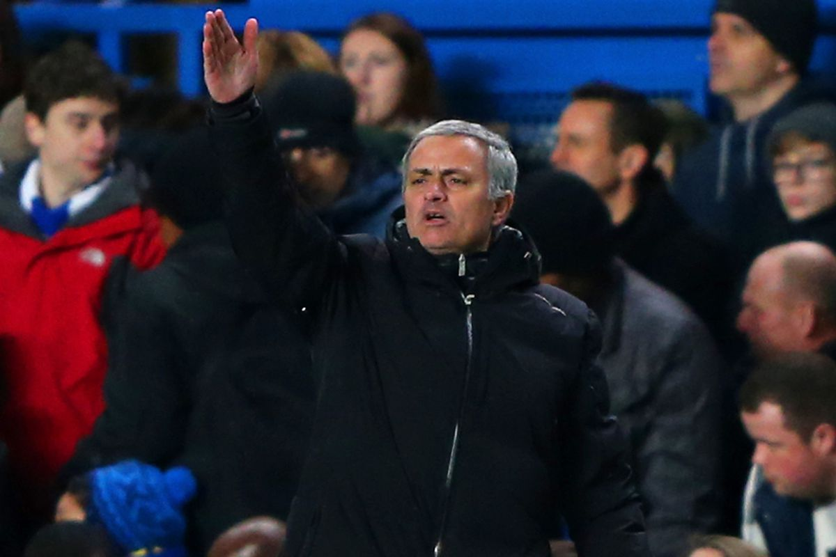 """""""Everybody back"""" - Jose copies big sam's tactical plan at Man City but see's nothing wrong this time."""