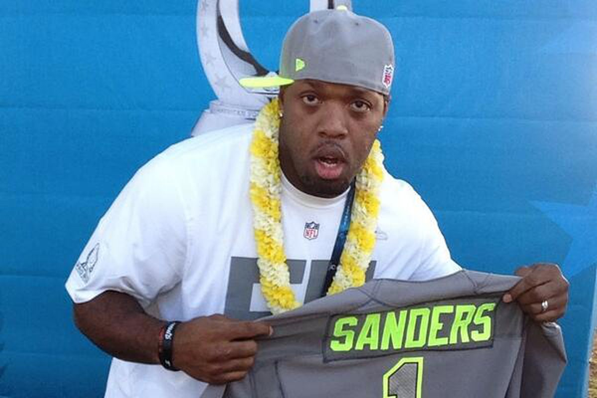 Terrell Suggs in Hawaii posing with a Team Sanders jersey.