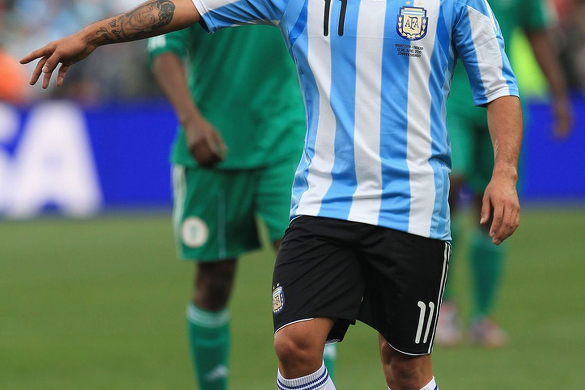 Carlos Tevez in action for Argentina in their 1-0 victory over Nigeria in Johannesburg. (Picture from Getty images)