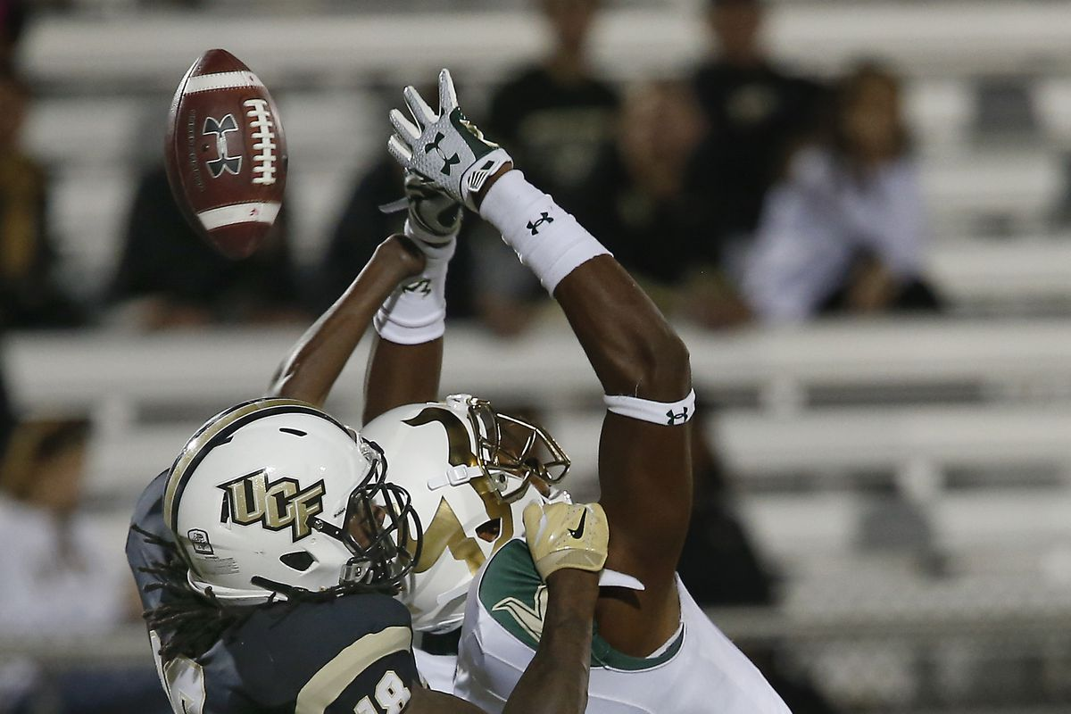Ucf S Shaquem Griffin Only Has One Hand He Was Just Named Aac