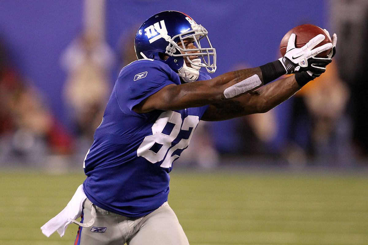 Mario Manningham of the New York Giants makes a reception against the St. Louis Rams at MetLife Stadium on Sept. 19, 2011 in East Rutherford, New Jersey.  (Photo by Al Bello/Getty Images)