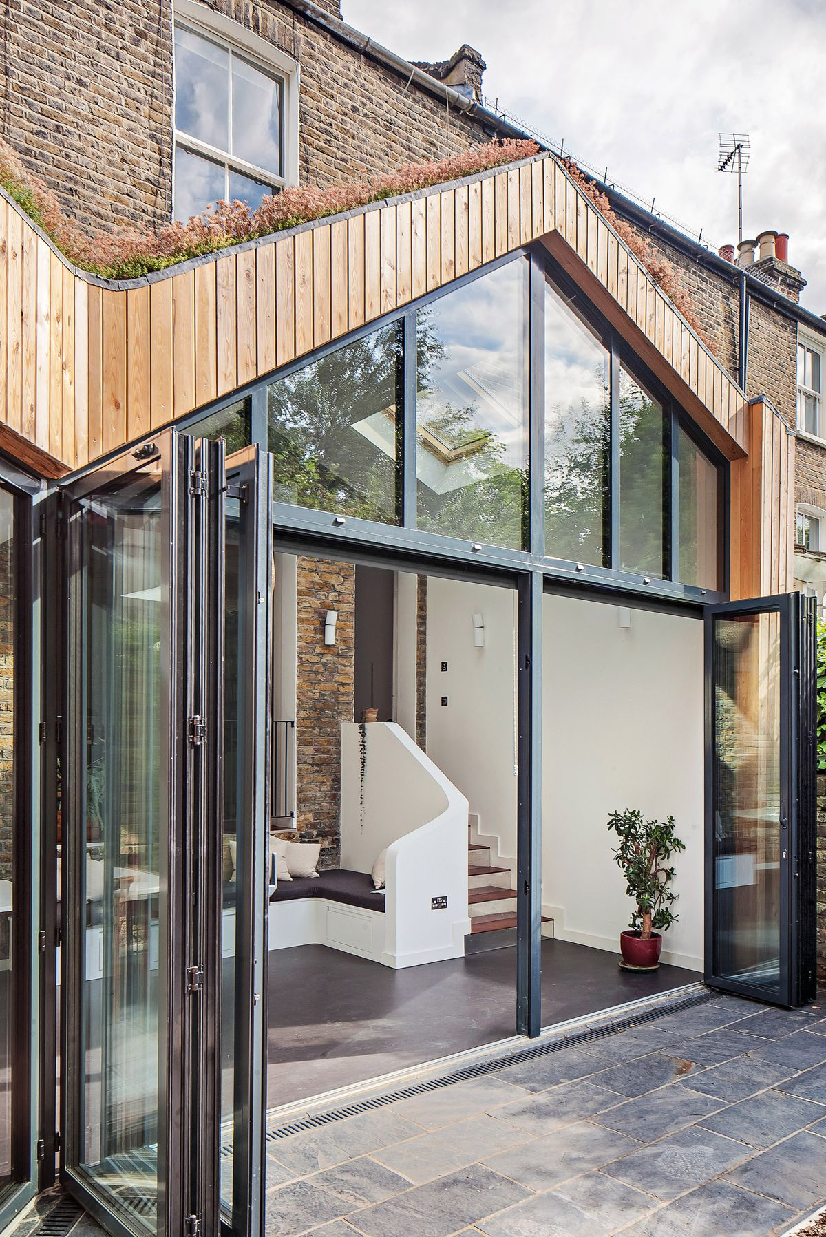 Asymmetric Extension To London Victorian Brings In All The