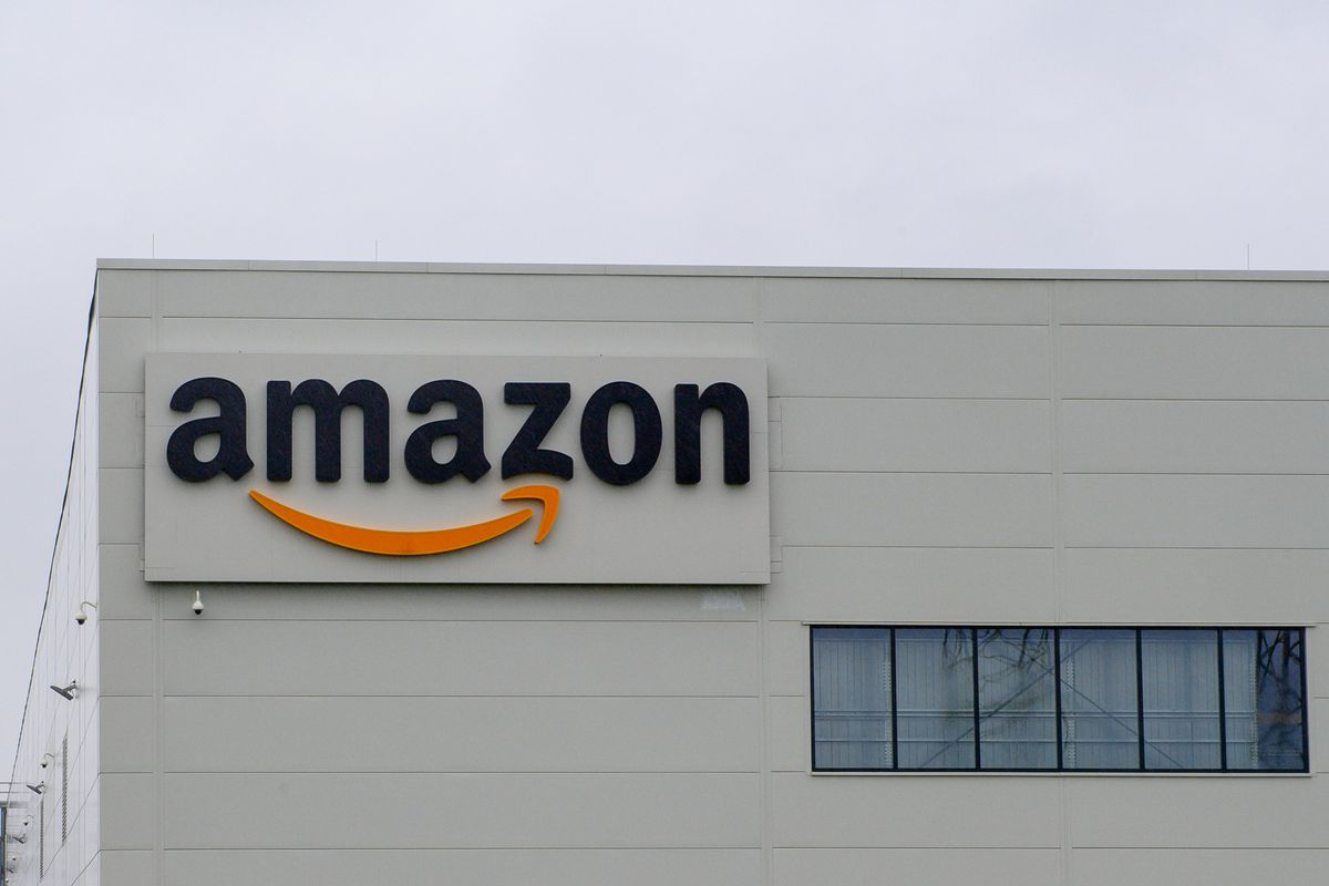 An Amazon on the side of a warehouse building.
