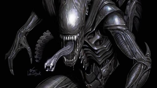 A xenomorph alien snarls at the camera on a black background, on the cover of Alien #1, Marvel Comics (2021).