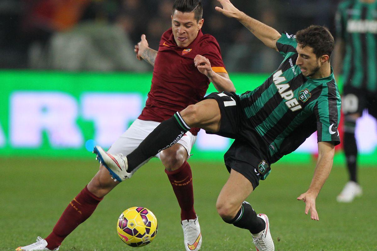 Sassuolo's Sime Vrsaljko fights for the ball with Roma's Juan Manuel Iturbe.