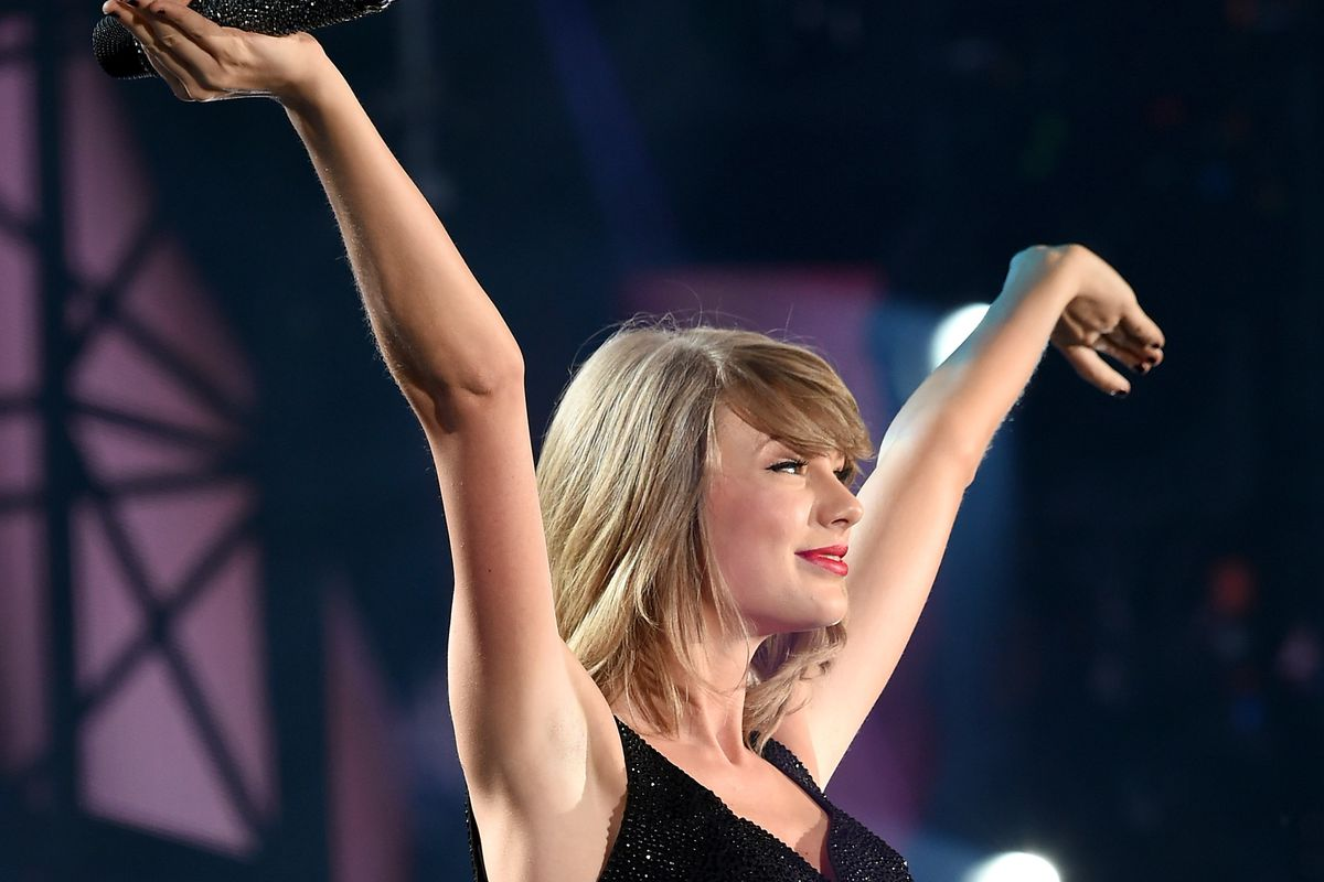 PHILADELPHIA, PA - JUNE 13:  Taylor Swift performs onstage during The 1989 World Tour on June 13, 2015 at Lincoln Financial Field in Philadelphia, Pennsylvania.  (Photo by Dimitrios Kambouris/Getty Images for TAS)