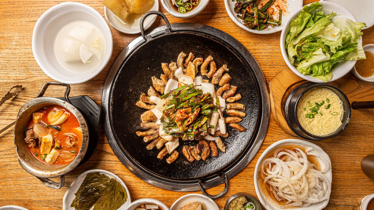 Offal surrounded by various banchan