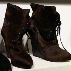 "Guiseppe Zanotti ponyhair boots, $425, via <a href=""http://twitter.com/#!/jimshi809/status/5036896430333952"" rel=""nofollow"">@jimshi809</a>/Twitter"