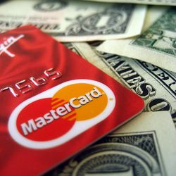 It is possible to save a lot of money using credit cards — but it is a dangerous game.