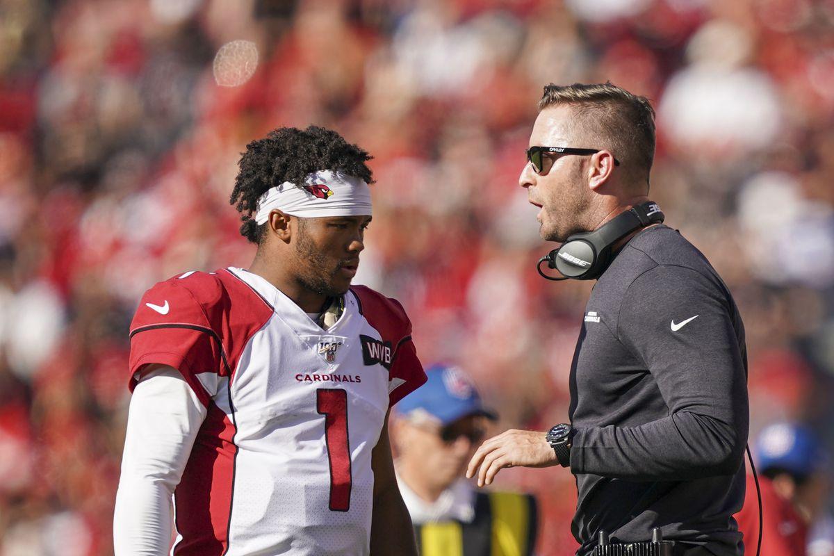 Arizona Cardinals head coach Kliff Kingsbury instructs quarterback Kyler Murray during the first quarter against the San Francisco 49ers at Levi's Stadium.