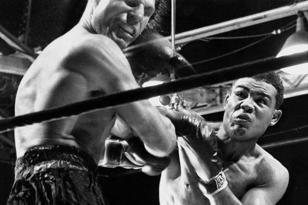 "<p zoompage-fontsize=""15"" style="""">Boxer Joe Louis lands punch on Lou Nova ending boxing match"
