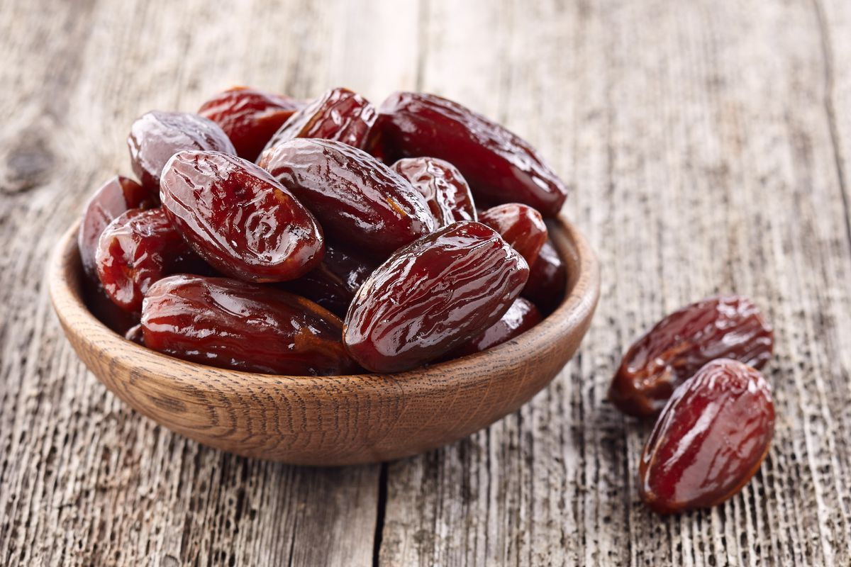 Among their health benefits, dates are antibacterial, antifungal, antioxidant and have immunomodulatory effects on the body, which make them helpful in controlling a variety of health problems.
